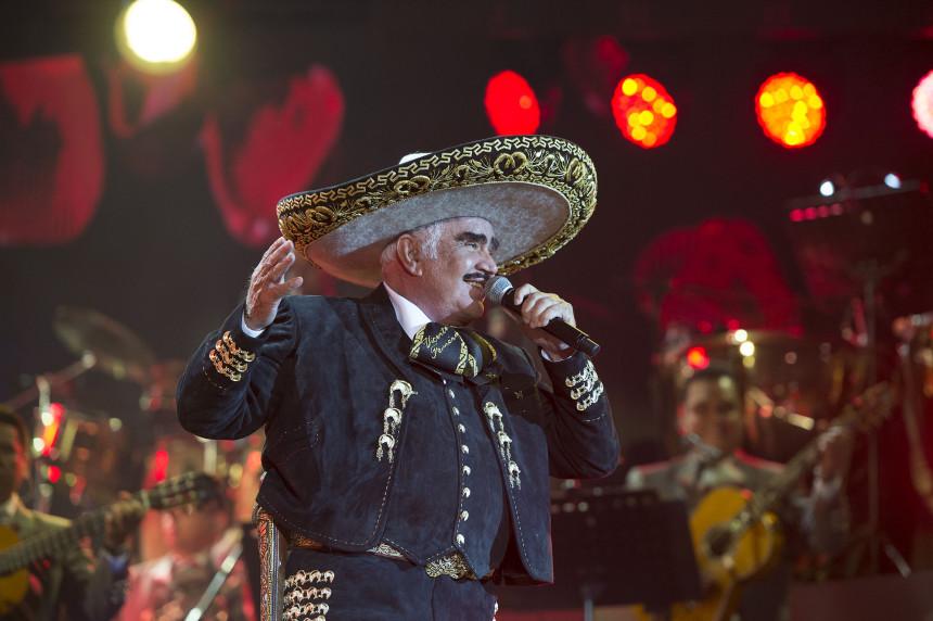 El Charro de Huentitán deleitó a los 72 años a sus seguidores con un amplio repertorio de sus éxitos