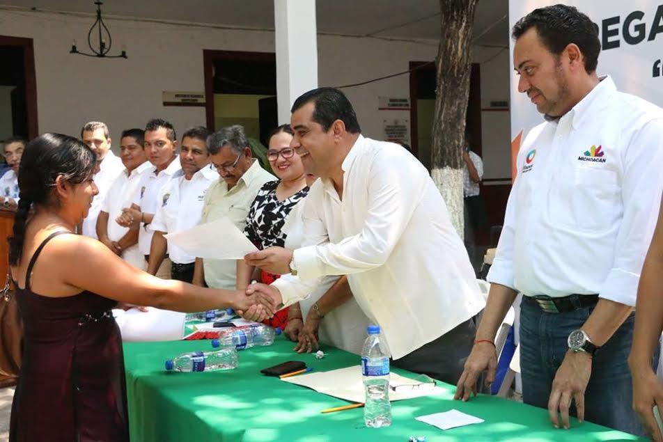 """Elías Ibarra dijo """"para nuestro gobierno el desarrollo y bienestar de la población es una prioridad, por lo que todas las acciones y programas que contribuyan para fortalecerlas tendrán total apoyo y decidido de esta administración municipal"""""""