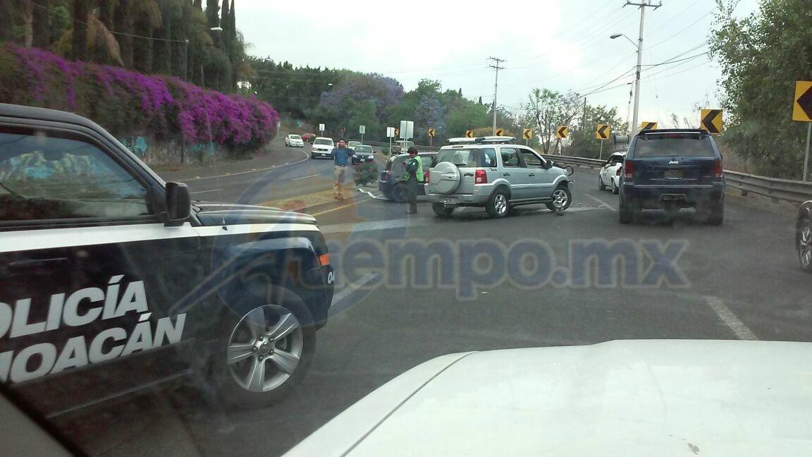 El mal diseño de la curva, el exceso de velocidad y la imprudencia al conducir, siguen provocando accidentes en la curva de Casa de Gobierno en Morelia (FOTOS: FRANCISCO ALBERTO SOTOMAYOR)
