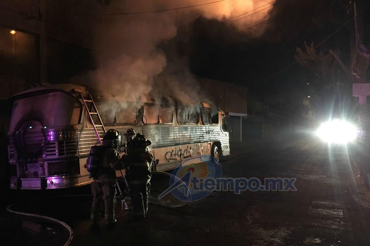Al lugar acudieron elementos de la Coordinación de Protección Civil y Bomberos Municipales de Morelia (FOTOS: FRANCISCO ALBERTO SOTOMAYOR)