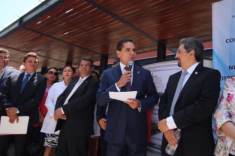 La Universidad Michoacana es un símbolo muy grande, es un asidero importante para hacerle frente a los retos del estado, señala el mandatario estatal