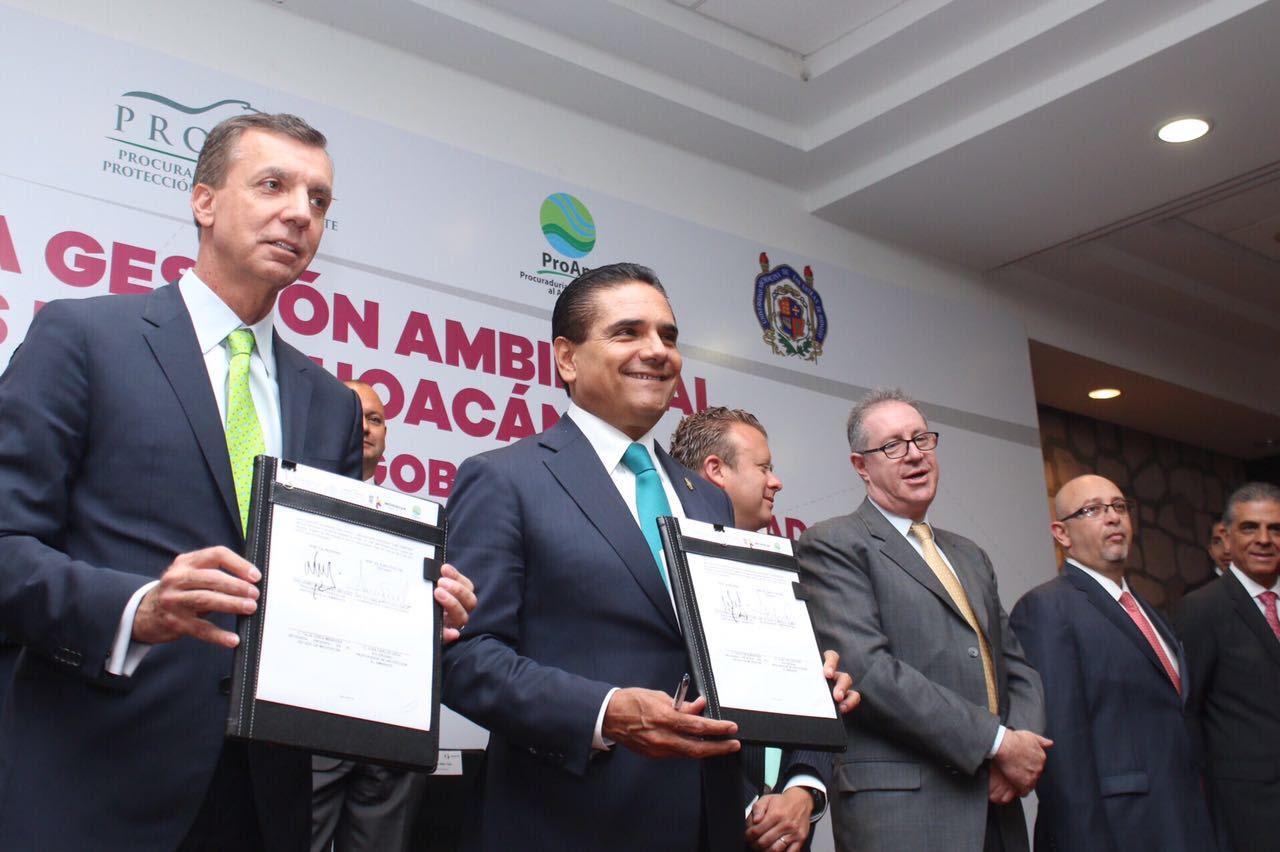 Para el gobierno de la República, Michoacán es y seguirá siendo prioridad y ejemplo en la lucha a favor del medio ambiente, precisó el titular de Profepa, Guillermo Haro