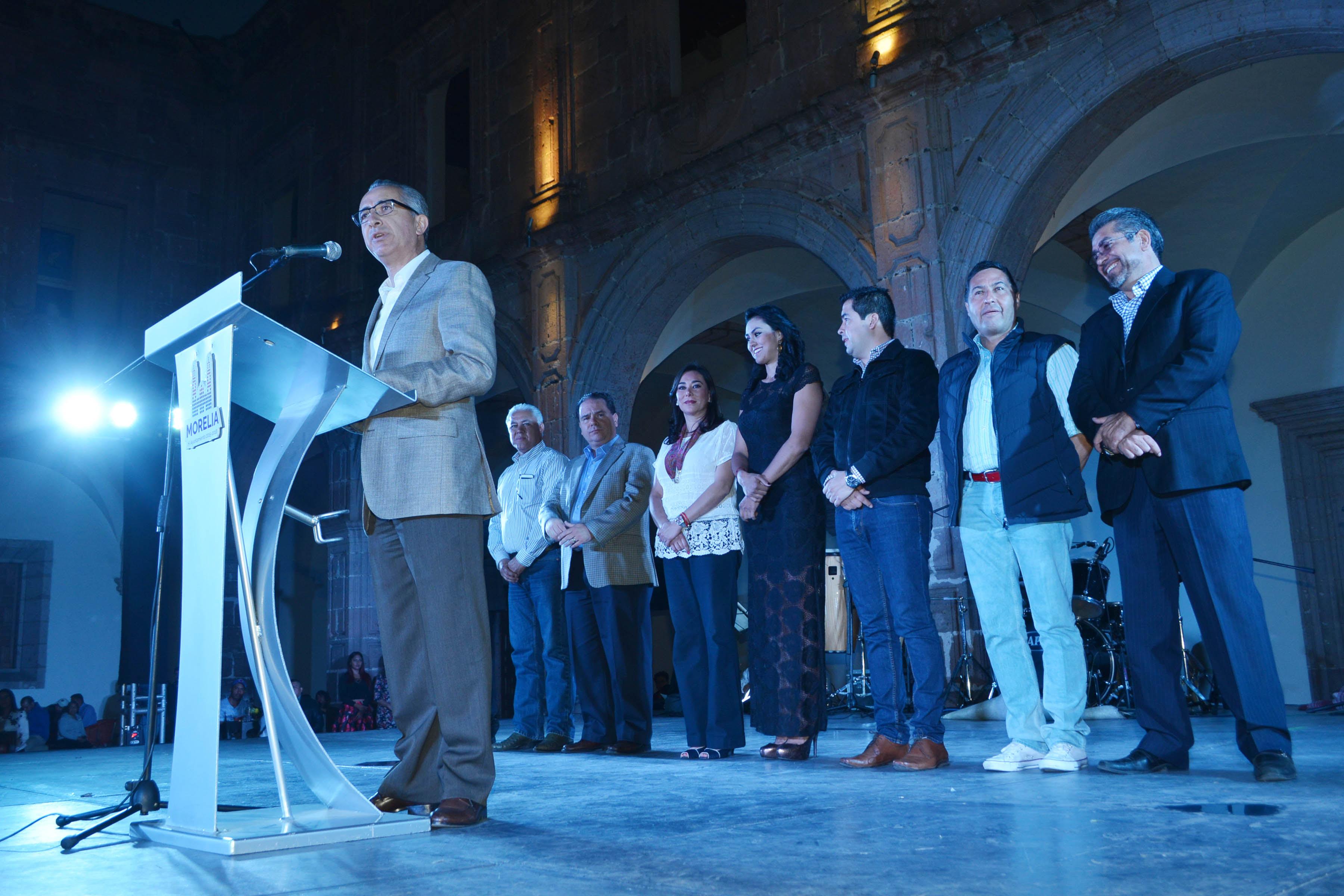 Por su parte, el presidente de la CONAREM, Juan Carlos Espina, destacó que el principal objetivo de este Primer Congreso Nacional de Regidores es formar una red de líderes que trabajen por los municipios y por México