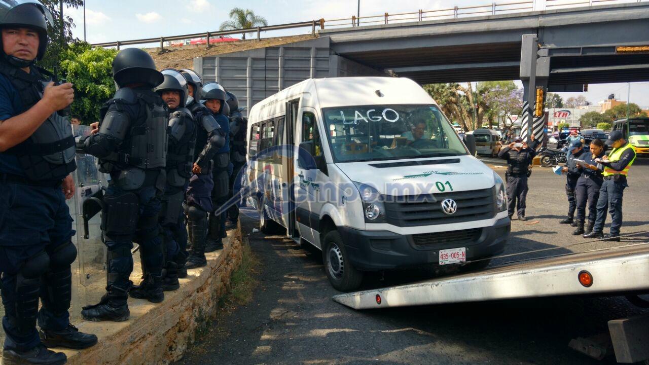La unidad fue retenida fue resguardada y retirada por elementos de la Policía Michoacán (FOTO: FRANCISCO ALBERTO SOTOMAYOR)