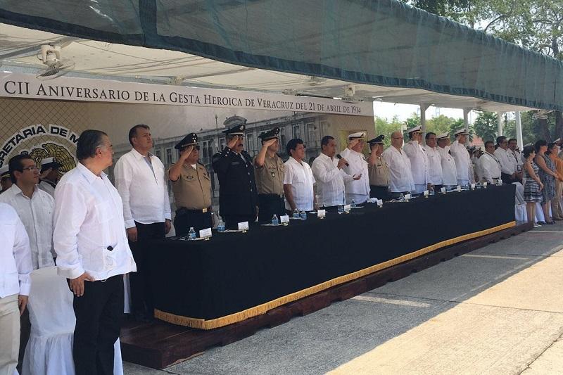 Conmemora Adrián López 102 Aniversario de la Defensa de Veracruz