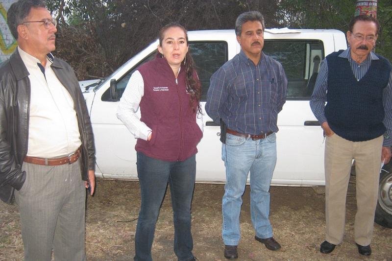 La secretaria de Desarrollo Económico y Emprendedor, Ireri Rivera García hizo la entrega de 713 paquetes de pollos y gallinas de doble propósito al mismo número de familias de 31 localidades en 12 tenencias del municipio
