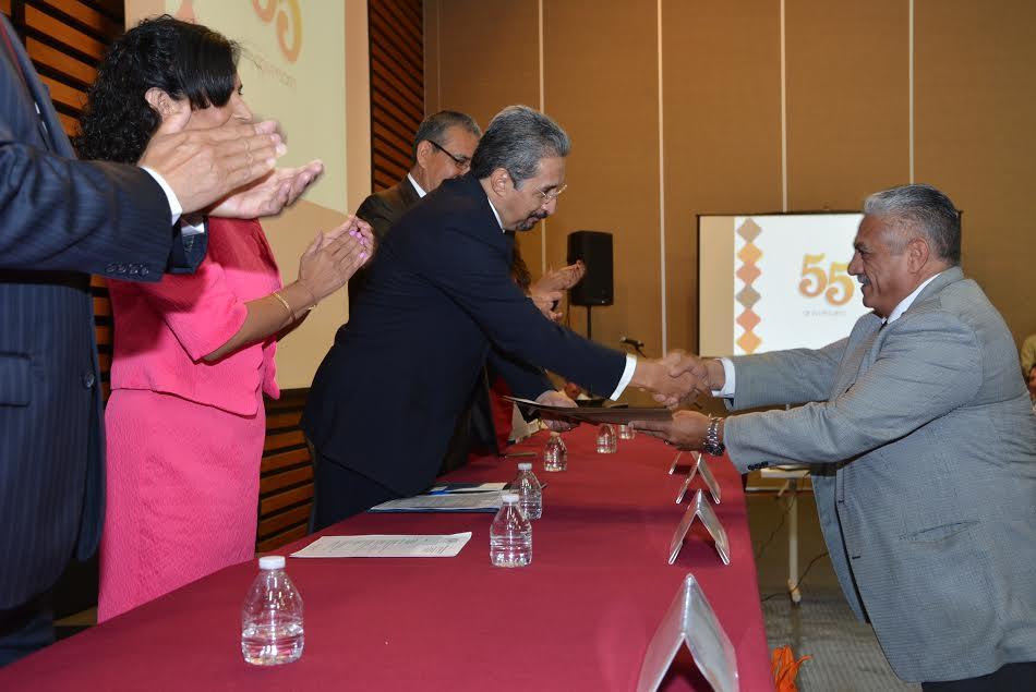 En el festejo del 55 aniversario de la Facultad de Contaduría, el rector Medardo Serna convoca a mantener a la Casa de Hidalgo unida