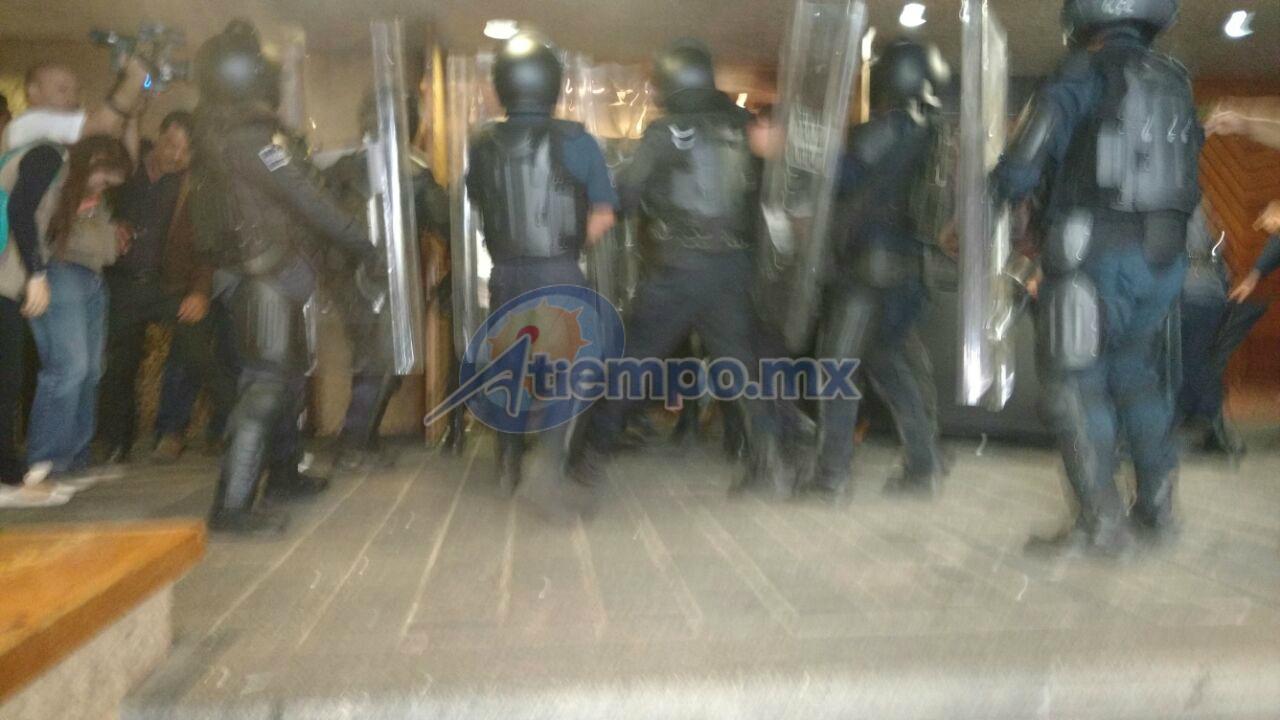 Algunos de los más violentos manifestantes fueron detenidos por la Policía Michoacán de la SSP (FOTOS: FRANCISCO ALBERTO SOTOMAYOR)