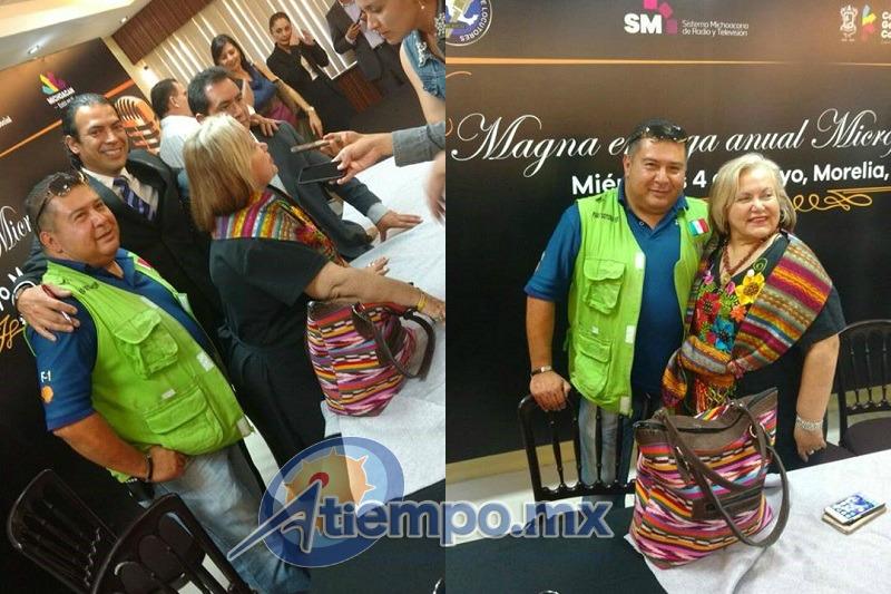 Algunos de los asistentes a la rueda de prensa aprovecharon la ocasión para tomarse una foto con nuestro amigo y colaborador Francisco Alberto Sotomayor