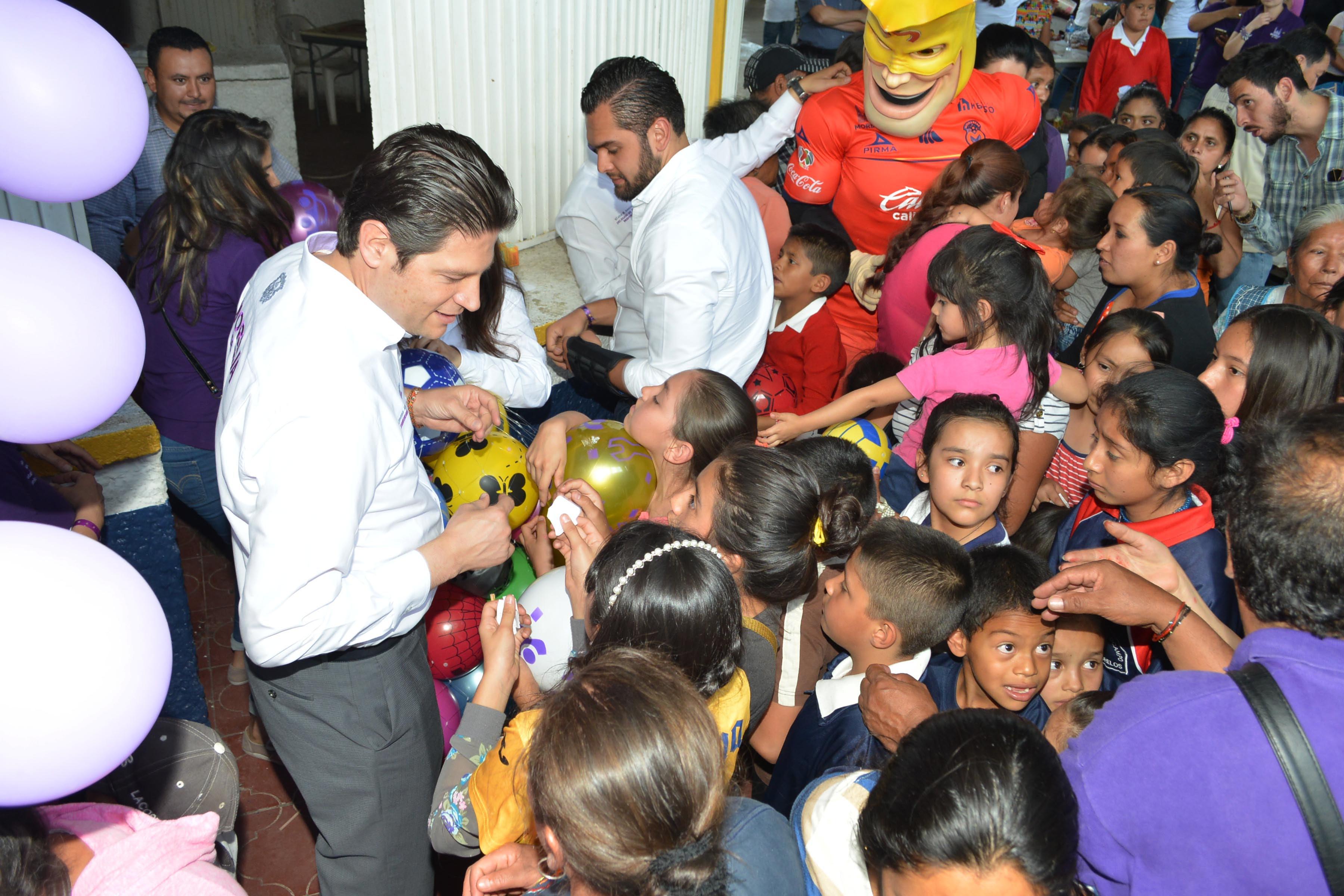 En Morelos, el alcalde de Morelia ofreció rehabilitar los espacios infantiles para que sean disfrutados por los niños