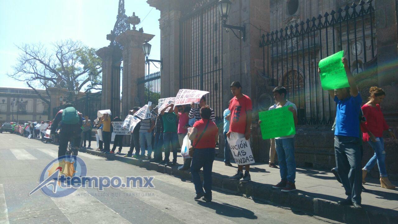 Los manifestantes se pronuncian por una educación de calidad y por escuelas de tiempo completo (FOTO: FRANCISCO ALBERTO SOTOMAYOR)