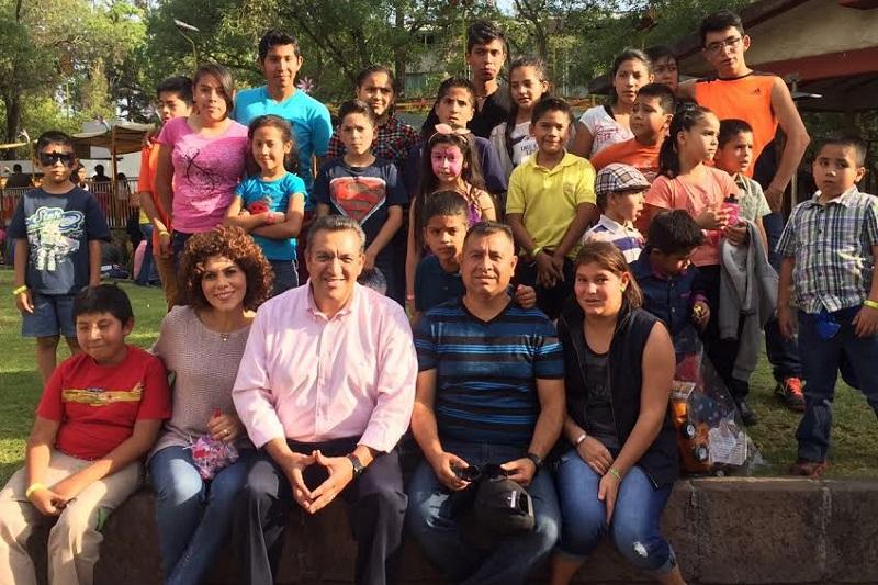 Su mejor regalo es saberse importantes y respetar a sus iguales, sean niñas o niños: Lázaro Medina