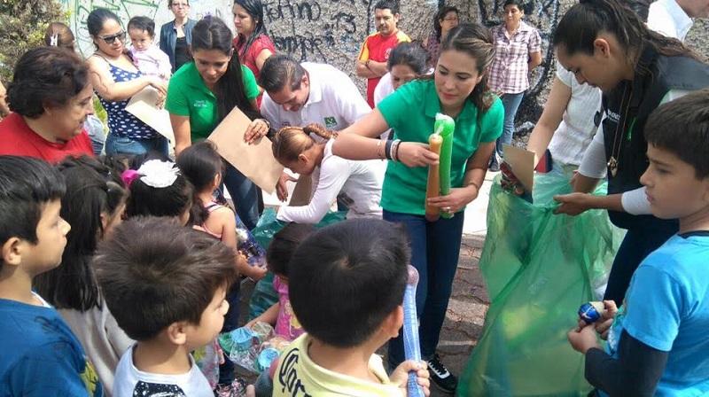 La entrega de juguetes estuvo a cargo de la licenciada Isania Solórzano de Núñez quien, en representación de su esposo el diputado Ernesto Núñez, compartió con los presentes un mensaje de correspondencia y sensibilidad