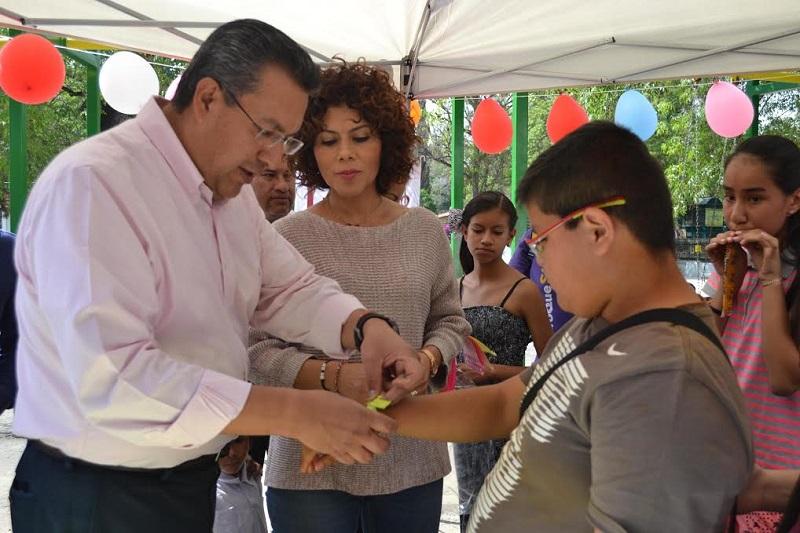 """Lázaro Medina estableció que """"el mejor regalo es una educación de calidad, que les permita tener un futuro con buenas opciones"""""""
