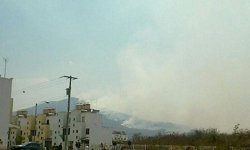 Después de los constantes incendios forestales y de pastizales, desde la semana pasada se observa permanentemente una densa capa de contaminación en casi toda la ciudad de Morelia, aunque es más notoria en el lado poniente
