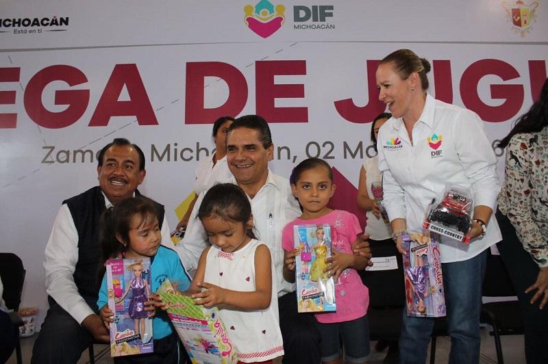 Aureoles Conejo firmó la iniciativa 10 por la Infancia de la UNICEF, con el propósito de avanzar en los derechos universales de la niñez, además de instalar el Sistema Estatal de Protección de los Derechos de las Niñas, Niños y Adolescentes
