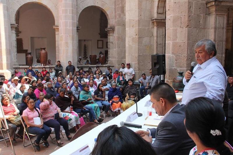 Durante la inauguración, el diputado Ángel Cedillo, promotor del evento, precisó que la mayor producción artesanal que se genera en el estado, es elaborada por artesanos y artesanas provenientes de las comunidades indígenas