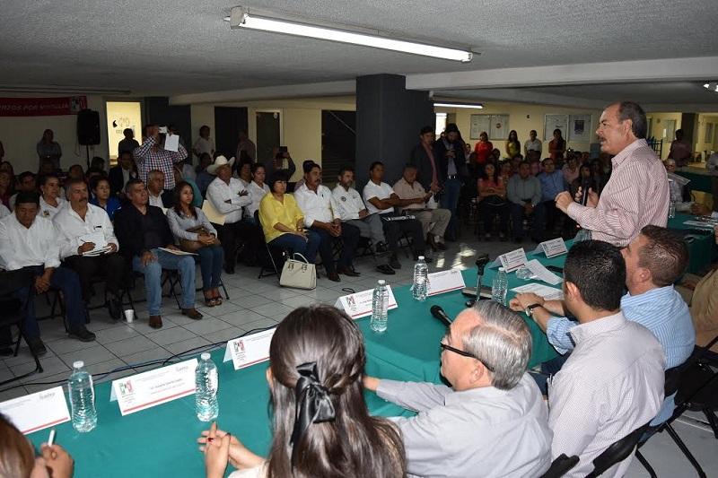 """""""Seamos siempre una oposición responsable, apoyemos lo que sea en beneficio de los michoacanos. No estemos en contra de todo y a favor de nada"""", recalcó Silva Tejeda"""