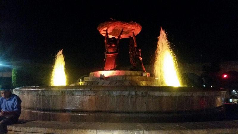 Las Tarascas, el Obelisco a Lázaro Cárdenas y las Estelas de la Constitución brillarán con los colores característicos del municipio