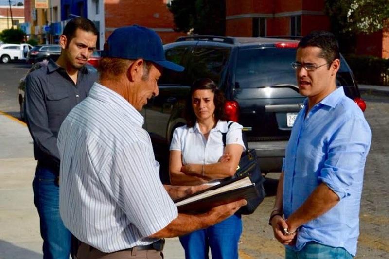 Villegas Soto puso a disposición de los vecinos un abogado para dar seguimiento al caso y apoyarlos en los trámites que sean necesarios