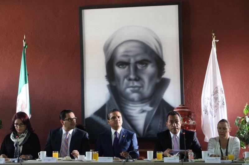 López Solís sostuvo que la importancia para este gobierno del trato igualitario radica en no sólo generar los espacios de desarrollo para las mujeres michoacanas y con ello garantizar un trato igualitario en todos los aspectos