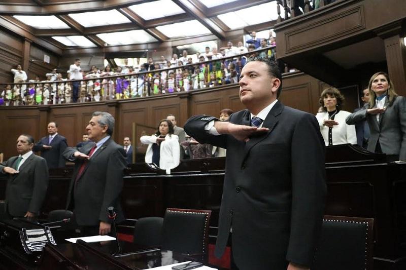 Quintana Martínez resaltó la importancia de que en Michoacán se siga apostando por la educación como un eje rector para mejorar las condiciones de vida de los michoacanos