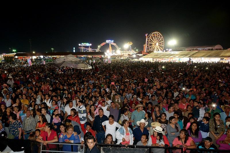 El concierto de Yuri se llevará a cabo en el Teatro del Pueblo a partir de las 21:00 horas, mientras que El Potrillo se presentará más tarde en el Centro de Espectáculos El Palenque