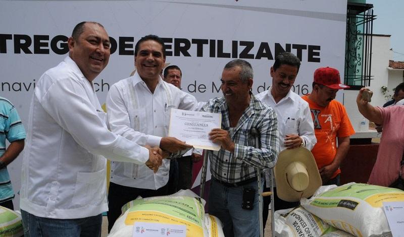 En la plaza principal de Buenavista, el mandatario estatal señaló que a través de cuatro líneas de acción a favor del campo, los productores tendrán mejores resultados