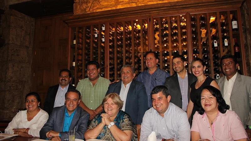 Los legisladores locales le dieron la bienvenida a la pediatra cubana a Michoacán