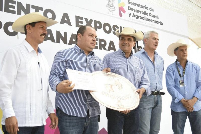 El mandatario estatal destacó y agradeció la confianza de los empresarios en Michoacán, lo que se evidenció con su participación en esta Expo que resultó un éxito