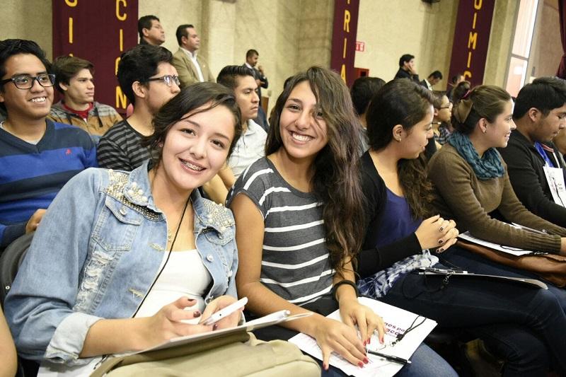 La directora del IJUMICH añadió que el Instituto a su cargo cuenta con programas para que los jóvenes desarrollen sus propias fuentes de empleo