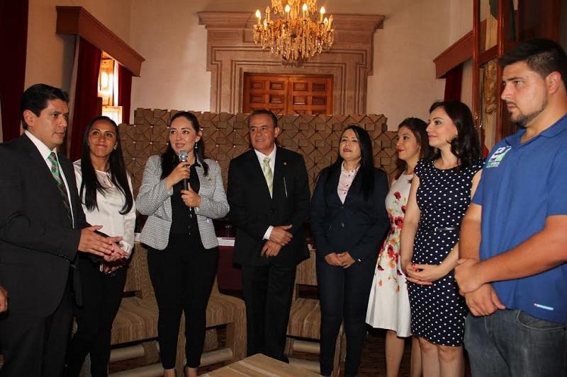 El diputado Pascual Sigala, presidente de la Junta de Coordinación Política del Congreso del Estado fue el encargado de firmar el convenio a nombre del Poder Legislativo junto con el diputado Ernesto Núñez gestor del acuerdo