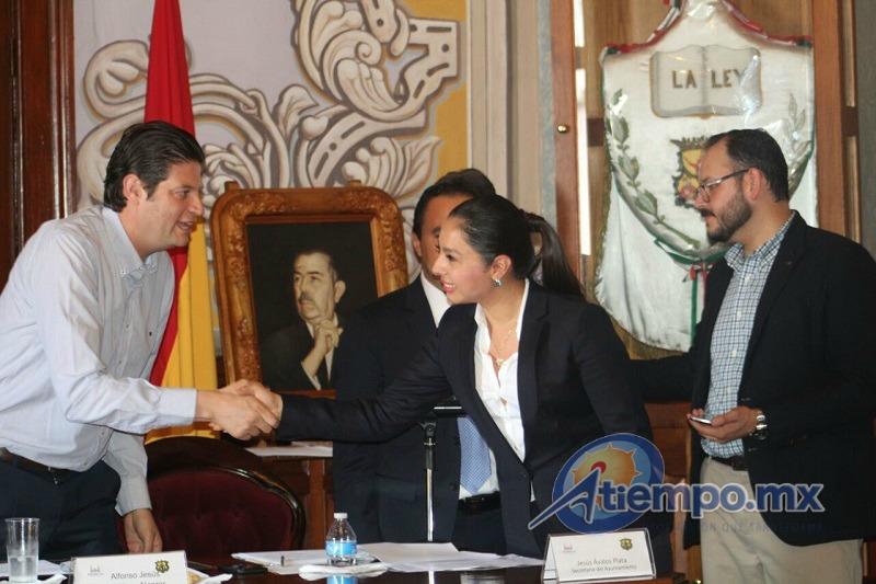 Durante la Sesión Ordinaria el órgano Colegiado tomó protesta a Humberto Trujillo Neri como nuevo Jefe de Tenencia de Capula.(FOTO: MARIO REBO)