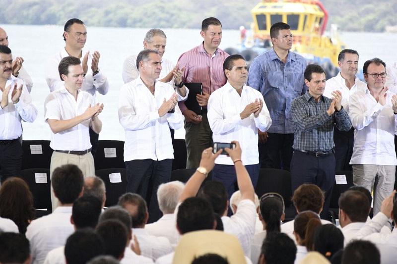 Aureoles Conejo y el presidente Peña Nieto, encabezaron el acto de promulgación de la Ley Federal de Zonas Económicas Especiales