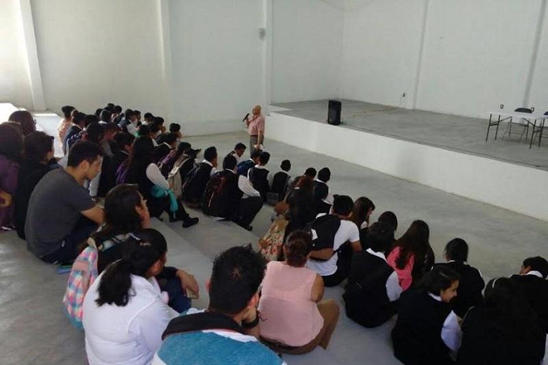 En Morelia y Charo se trabajó con maestras de educación inicial en 8 escuelas de nivel preescolar; en Cuitzeo se realizaron acciones con servidores públicos de la presidencia municipal, alumnos, padres de familia y docentes de distintos planteles educativos