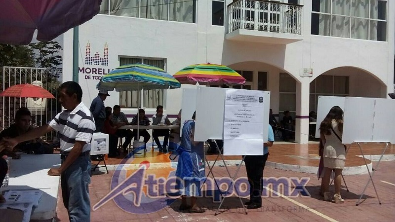 """Tinta """"indeleble"""" inservible, acarreos y cierre apresurado de centros de votación, entre las irregularidades (FOTOS: MARIO REBO)"""