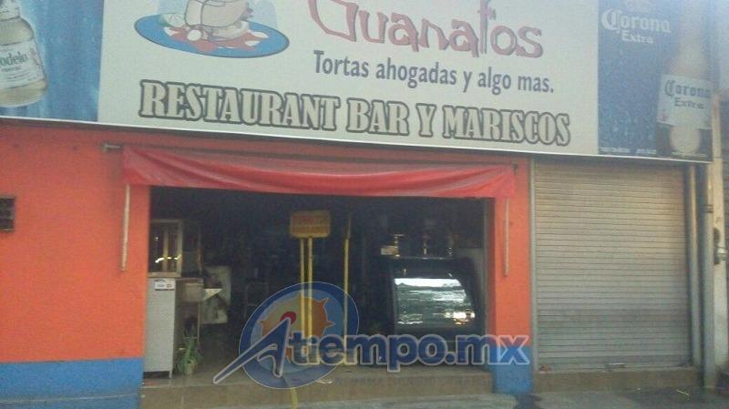 La conflagración fue atendida en las primeras horas de la mañana por la Asociación de Bomberos Voluntarios del Estado de Michoacán (ABVEM), Delegación Uruapan (FOTO: FRANCISCO ALBERTO SOTOMAYOR)
