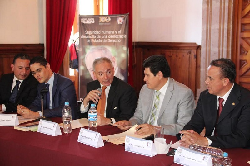 Edgardo Buscaglia señaló que uno de los mayores problemas que mantienen a México en el rezago democrático y económico son la corrupción y la delincuencia organizada