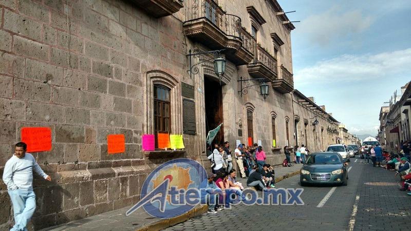 Entre los manifestantes hay personas procedentes de las colonias Torreón Nuevo, Gertrudis Sánchez, 17 de Julio y Ciudad Jardín, así como de la Tenencia de Capula (FOTO: FRANCISCO ALBERTO SOTOMAYOR)
