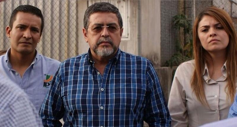 Indignado y cansado de las manifestaciones de la CNTE por bloquear en segunda ocasión las vías del tren en Morelia durante ésta semana, Rogelio Guízar recalcó el daño que le realizan a la industria nacional