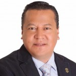 El autor es Maestro en Derecho; ha sido diputado federal y catedrático de la UMSNH; ha tenido diversos cargos partidistas a nivel estatal y nacional; actualmente es secretario de Operación Política del CEN del PRD