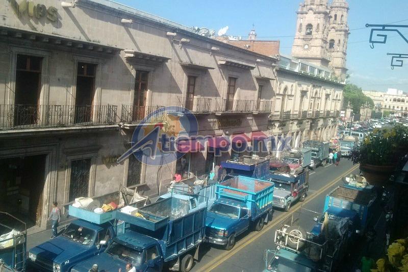 En este momento se encuentra cerrada la Avenida Madero, entre Morelos y Virrey de Mendoza (FOTO: FRANCISCO ALBERTO SOTOMAYOR)
