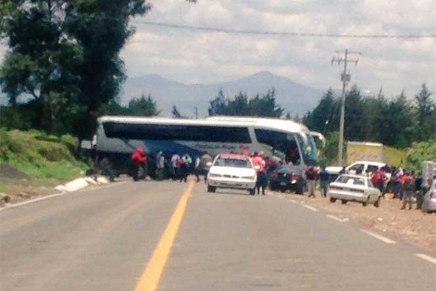 Según fuentes de la SSP, no se procedió legalmente contra los rijosos porque el chofer del autobús desistió de presentar la demanda en su contra (FOTO: SSP MICHOACÁN)