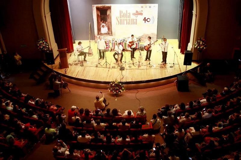 Lleno En El Ccu Para El Concierto De Bola Suriana A
