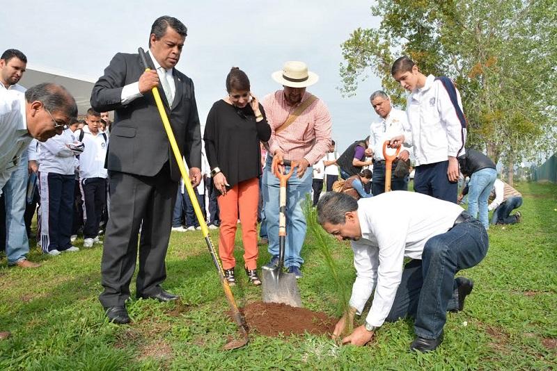 Se tiene previsto plantar 2 mil 500 árboles en el área deportiva de Ciudad Universitaria