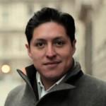 Formado en la UNAM, tras colaborar con el Semanario Desde la Fe y contribuir a crear el sistema informativo de la Arquidiócesis de México, el autor es director de la revista Vida Nueva, que se publica con éxito desde hace más de 50 años en España