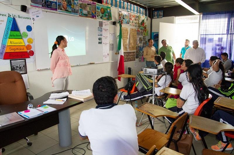 Actualmente se trabaja en el acompañamiento a los planteles en la atención a las observaciones del Consejo para la Evaluación de la Educación del Tipo Medio Superior, enfatizó Escobedo Pérez