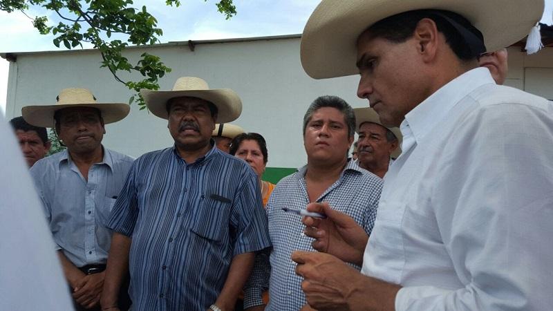 Aureoles Conejo conminó a los maestros de la región Huetamo a formar parte de una reunión estatal para poner sobre la mesa los temas e iniciar con la toma de acuerdos en general