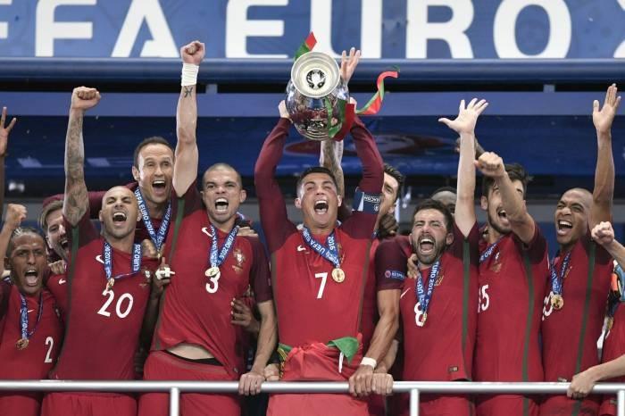 La selección lusa logró de esta manera su primera gran título internacional, doce años después de haber sufrido en sus propias carnes la derrota en una final de la Eurocopa, en 2004 en casa, en Lisboa, ante Grecia