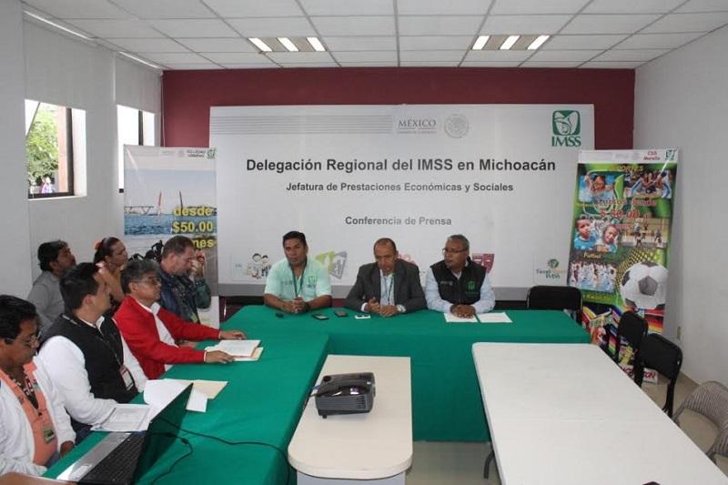 Prado Fernández aseguró que los cursos van dirigidos a derechohabientes y no derechohabientes del IMSS, de edades de entre 6 y 80 años